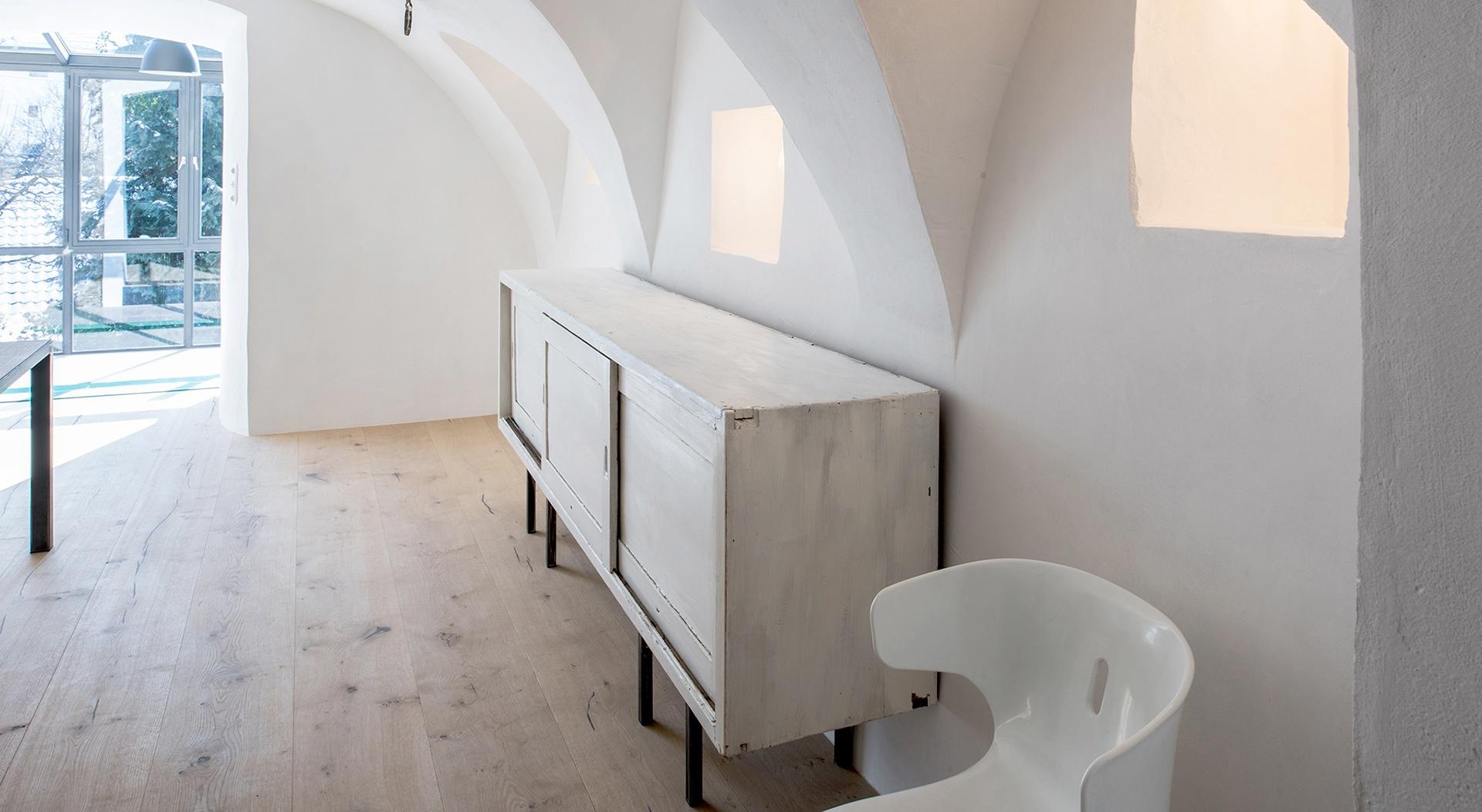 Slide-Showroom-2